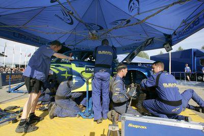 Finland_technicians_in_service