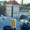 Budapestのアパートで、コマンダンテ(バンブー・モデル)でモーニングコーヒー。